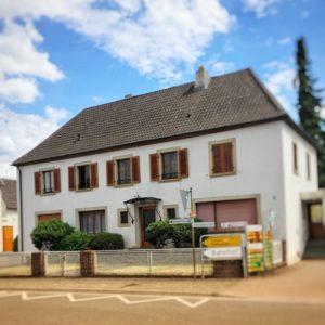 Praxis OSTEO&MORE Oliver Ostermeier in der Eisenbahnstrasse 1 in Edesheim.